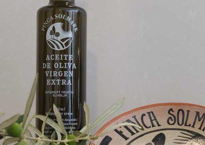 Aceite de oliva virgen extra Finca Solmark bodegon